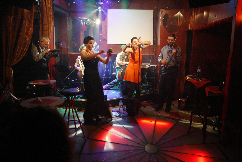10 Jahre Arena Bar - 10 Jahre Bar der Künste // Tini Trampler und das dreckige Duo