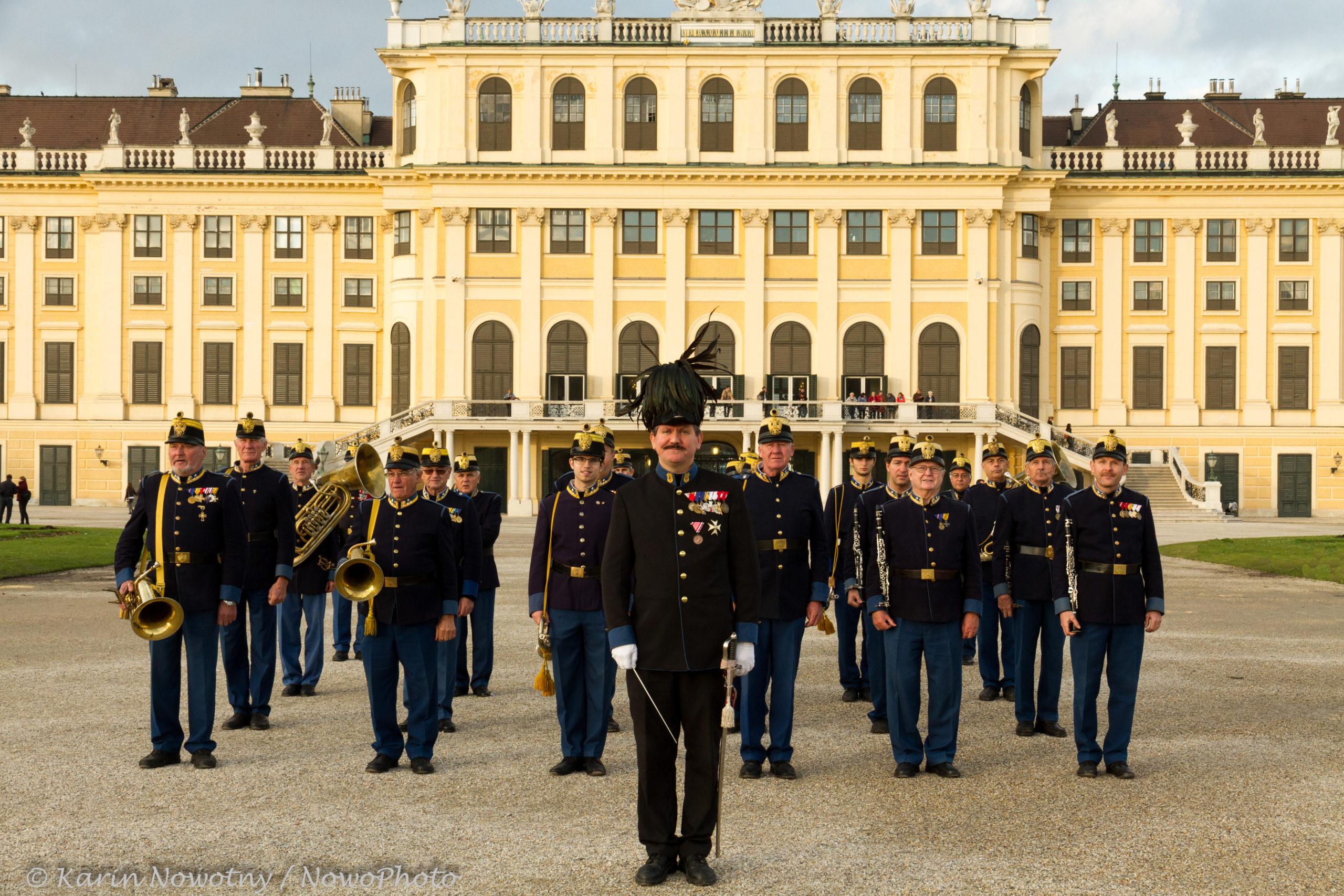 Die Deutschmeister kommen nach Schloss Schönbrunn